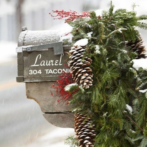 vintage-chirstmas-decoration-mailbox