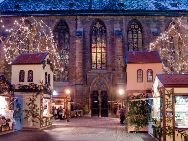vintage-christmas-markets-colmar-alsace-france