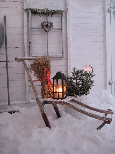 vintage-christmas-outdoor-decoration